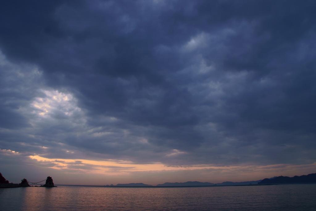 暗雲.jpg
